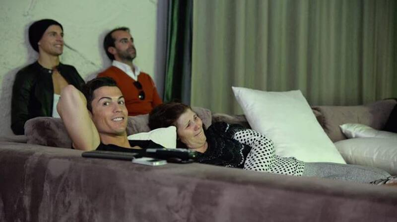 Bộ phim về Ronaldo với những thông tin về sự nghiệp chơi bóng của anh